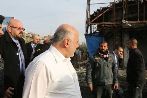 بالصور .. العبادي يتفقد مكان الاعتداء الارهابي في بغداد الجديدة