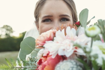 Brideandflowers2