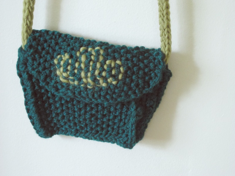 free knitting pattern small knitted cross body boho ethnic purse