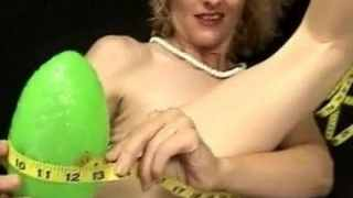 Carrie Canyon – It's Magic 12 Inches circumference ball disappears in pussy!