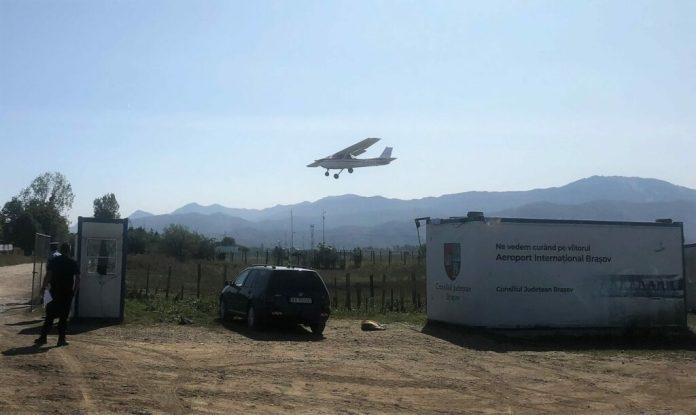 Kisrepülőgép a brassói reptéren