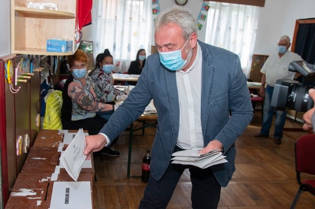 Bokor Tibor szavaz
