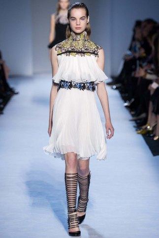 GiambattistaValli-aw16-pfw-rtw-womenswear-1