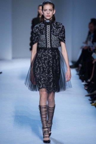 GiambattistaValli-aw16-pfw-rtw-womenswear-11