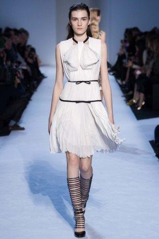 GiambattistaValli-aw16-pfw-rtw-womenswear-3