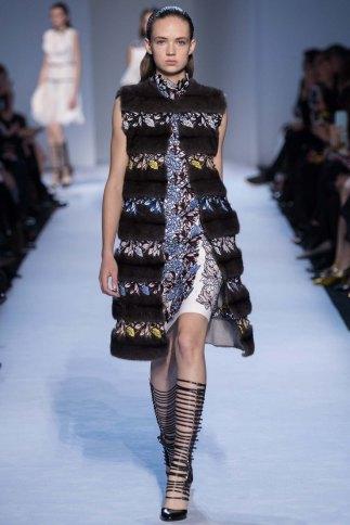 GiambattistaValli-aw16-pfw-rtw-womenswear-6