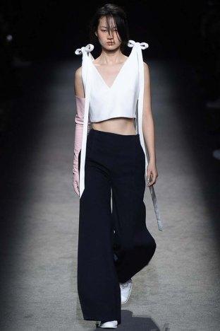 Jacquemus-aw16-pfw-womenswear-rtw-10