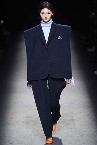 Jacquemus-aw16-pfw-womenswear-rtw-22