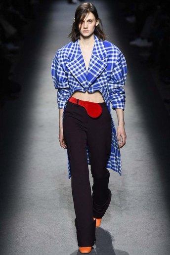 Jacquemus-aw16-pfw-womenswear-rtw-31