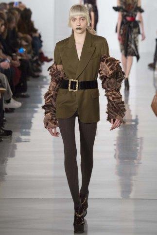 Maison-Margiela-aw16-pfw-rtw-womenswear-14
