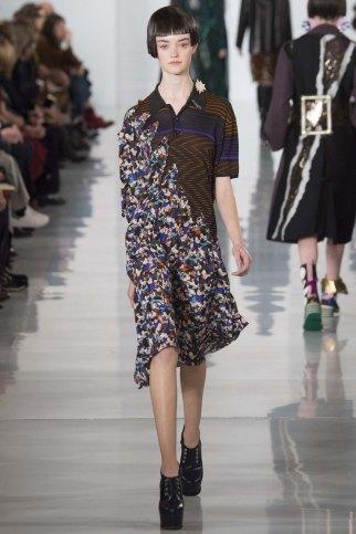 Maison-Margiela-aw16-pfw-rtw-womenswear-17