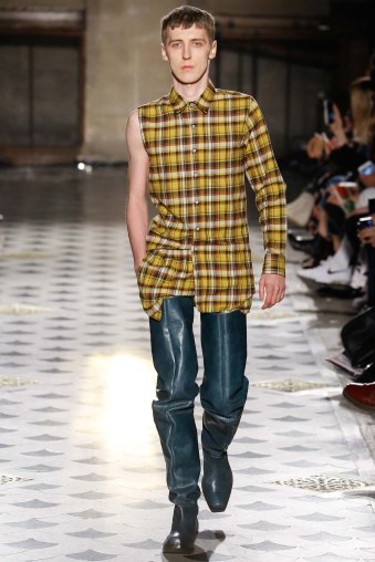 Vetements-aw16-pfw-rtw-womenswear-10
