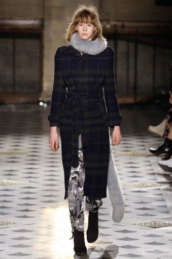 Vetements-aw16-pfw-rtw-womenswear-19