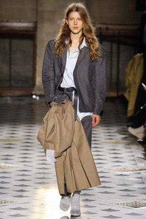 Vetements-aw16-pfw-rtw-womenswear-2