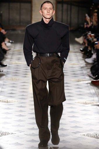 Vetements-aw16-pfw-rtw-womenswear-8