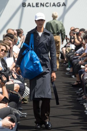Balenciaga-spring-2017-pfw-slashitmag-menswear-10
