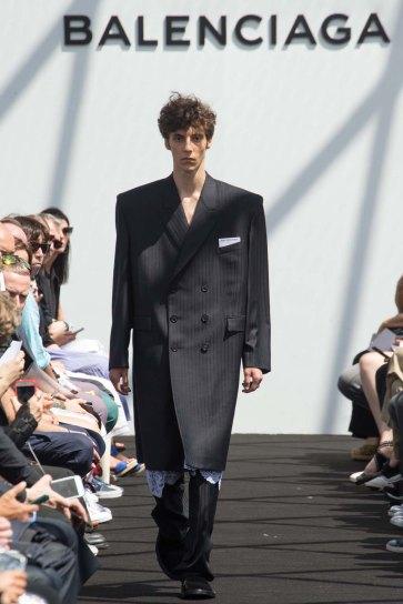 Balenciaga-spring-2017-pfw-slashitmag-menswear-13