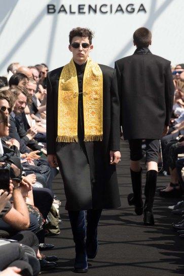 Balenciaga-spring-2017-pfw-slashitmag-menswear-17