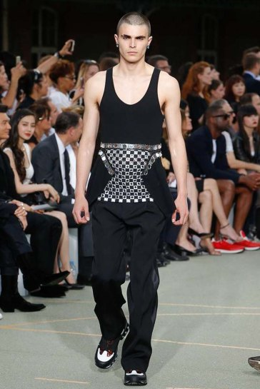 Givenchy-spring-2017-menswear-slashitmag-pfw-18