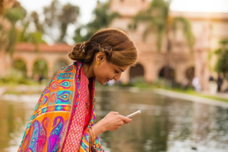 India Gives Phone Manufacturers Until Early 2018 to Support 22 Official Languages