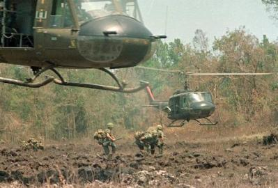 Hueys With Gunners And Soldiers On The Ground