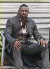 idris-elba-films-dark-tower-scenes-with-tom-taylor-as-jake-04