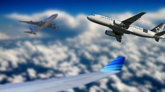 入り乱れる旅客機
