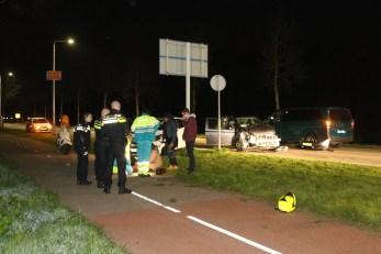 Grote ravage bij aanrijding tussen 3 auto's, Kanaalweg in Leiden