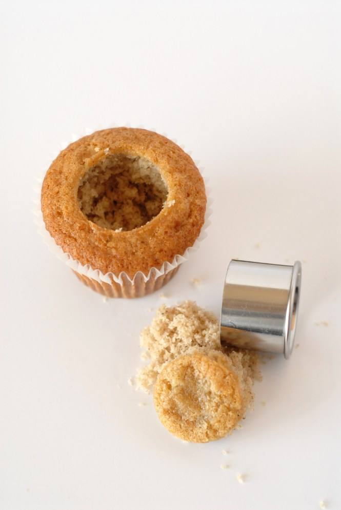How to fill a cupcake, easy way to fill a cupcake, cupcake filling, filling a cupcake