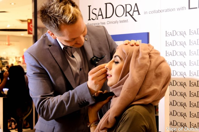Isadora makeup expert Stephan Ulvand demonstrates the Bronzing collection 2015 on Heba Qr