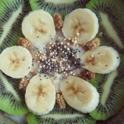 morning porridge with kiwi and banana