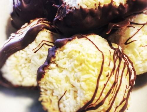 Kokostoppe med kun 3 ingredienser, KOKOSMEL, KONDENSERET MÆLK OG CHOKOLADE