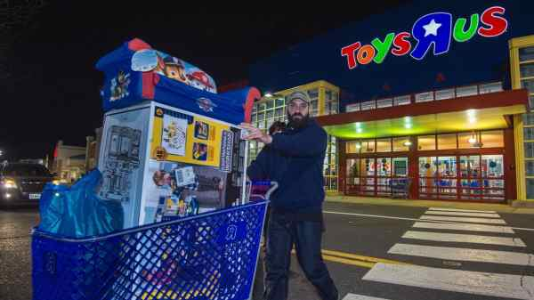 Is Toys R Us going Bankrupt?