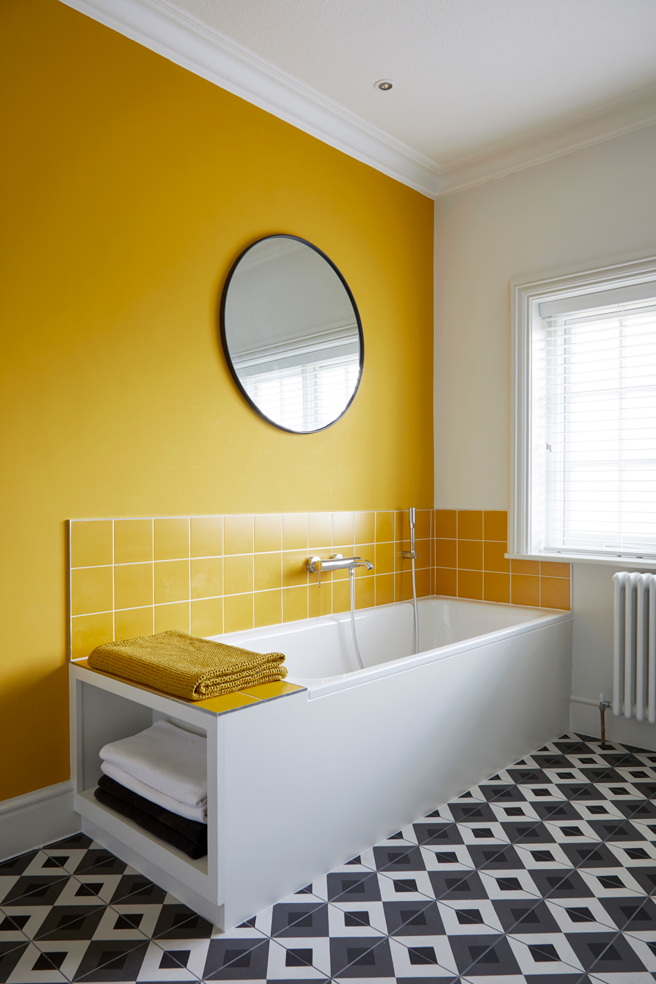 family bathroom with black and white tiles, yellow tiles