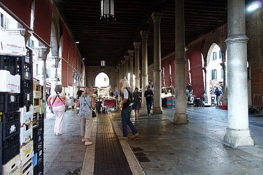 Porticoes and columns at Rialto