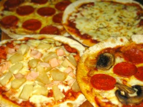 Peperoni pizza, Cheese pizzas, Hawaiian Pizza, Pepperoni Mushroom Pizza