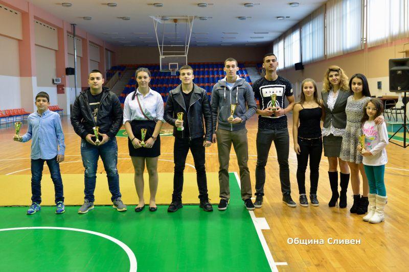 Пепа Чиликова награди най-добрите спортисти на Спортното училище