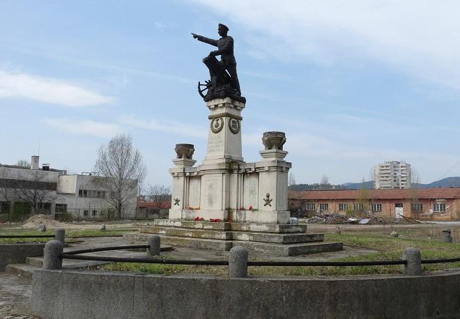 Продължава кампанията за възстановяване на паметника на Шести артилерийски полк в Сливен