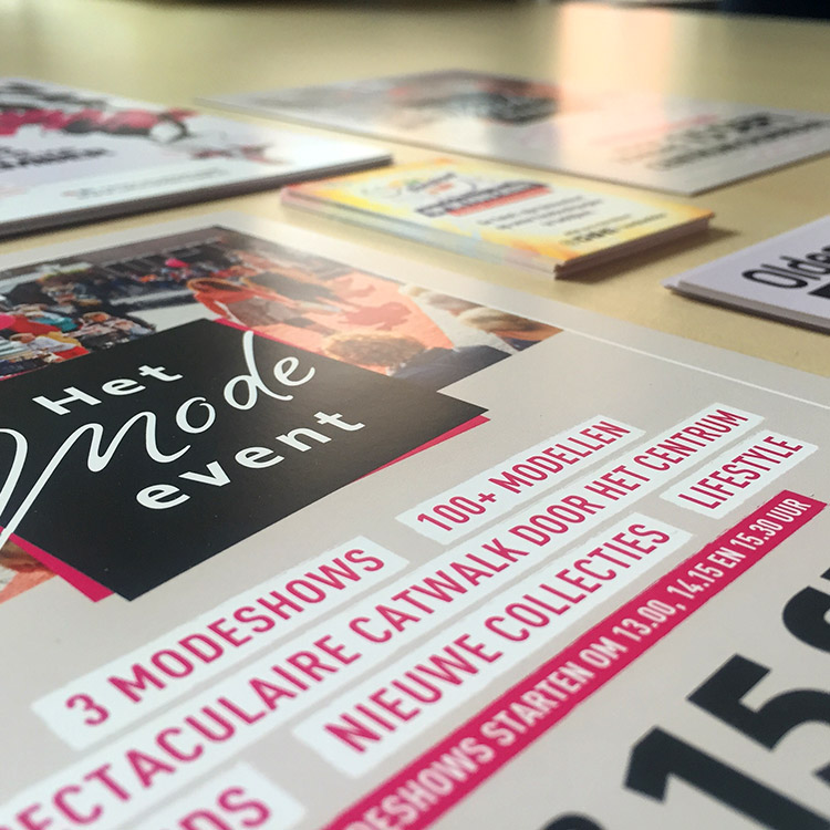 Drukwerk Oldenzaal | Promotie en evenementen drukwerk. Flyers, visitekaartjes, posters voor het Mode Event, Fashion Night Out en De Boeskool is Lös.