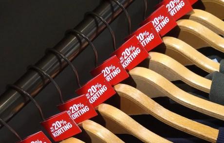 Kortings labels drukken   Black Friday 20% Kortingslabels kleerhangers - Ultimo mode Oldenzaal