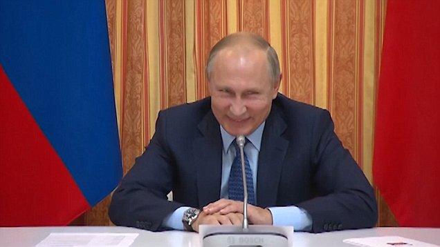 Putin sa nemôže prestať smiať, keď minister navrhuje, aby Rusko exportovalo bravčovinu do moslimskej väčšinovej Indonézie (VIDEO)
