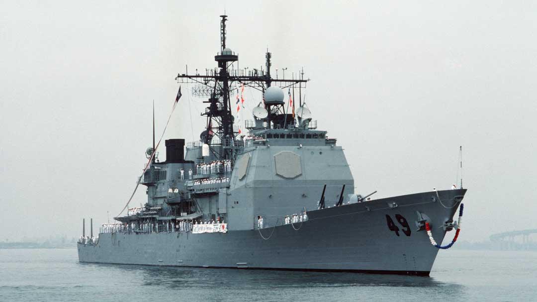 Pred tridsiatimi rokmi bol za zostrelenie 290 ľudí kapitán americkej lode vyznamenaný.