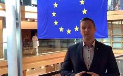 """Milan Uhrík obsadil dôležitú funkciu v Europarlamente, z ktorej liberáli šalejú: """"Konečne poviem celej Európe pravdu""""."""