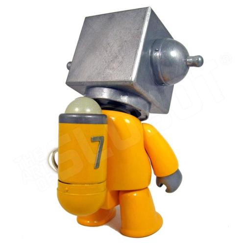 Mike Slobot 7 - Sentinel Class Space Exploration Robot Yellow Silver Qee back