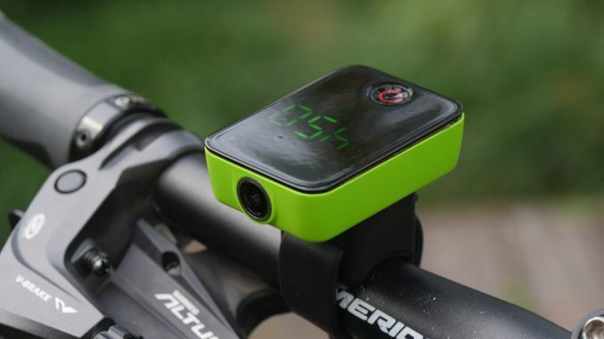 Camile sports camera green