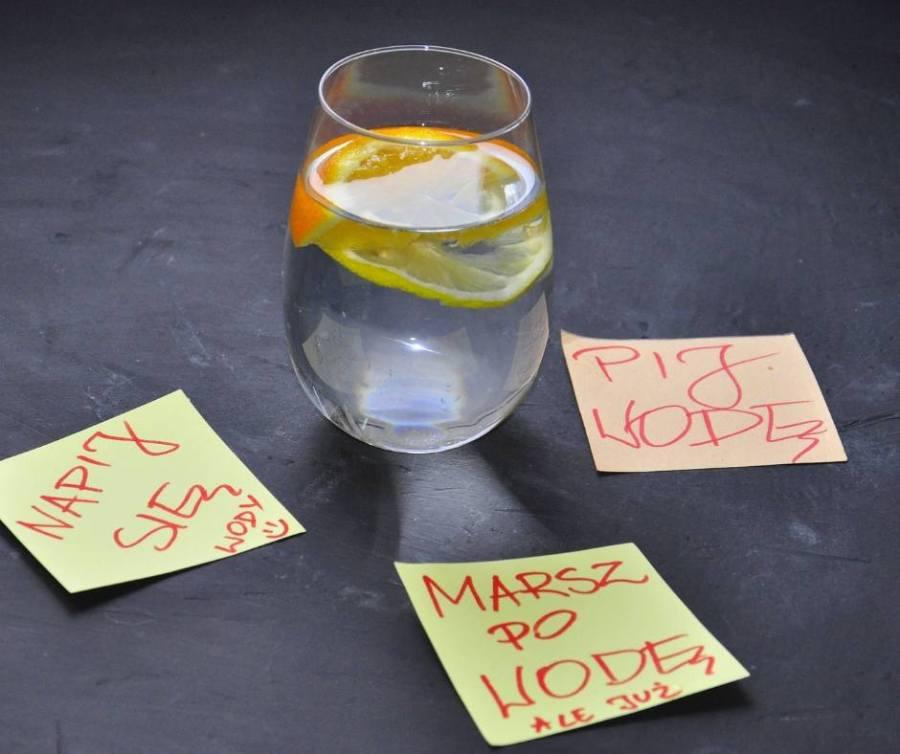 sposoby, aby pić wodę