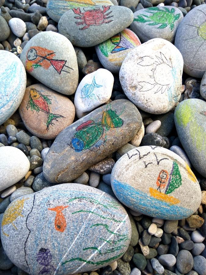 Bojanje kamenčića, ljetne aktivnosti za djecu