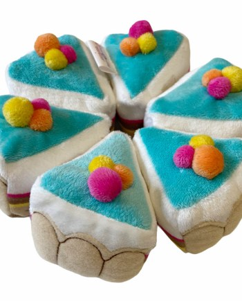 Pliš Torta, Plišani kolač, 6 kriški. Prekrasna torta sa 6 kriški povezanih čičkom savršen je poklon za buduće slastičare.