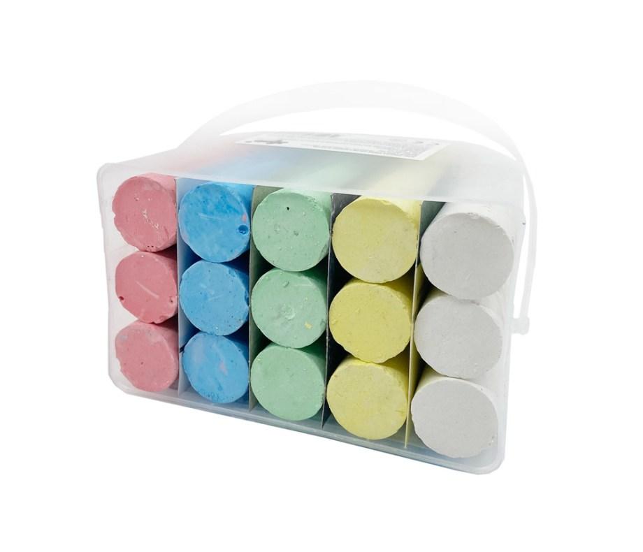 Kreda u 5 boja u kantici, 15 komada visine 10cm. Set od 15 kreda u 5 različitih boja za pisanje po pločama, cesti ili igralištima. Set sadrži 15 krede dužine 10x2.5cm.