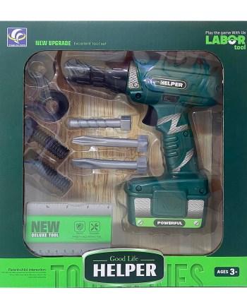 Dječja bušilica na baterije sa dodacima. Set se sastoji od bušilice i 8 dodataka pakiranih u kutiju dimenzija 25x6.5x27cm.